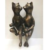 Bronzeskulptur, die Katzen küsst