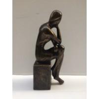 Bronzen meisje op blok 1