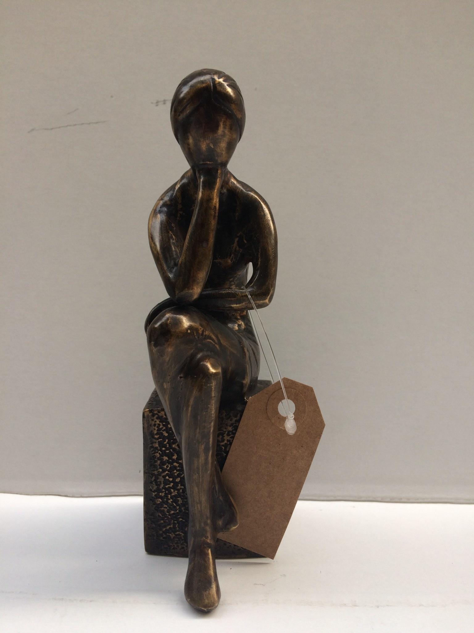 Bronze Mädchen auf Block 1