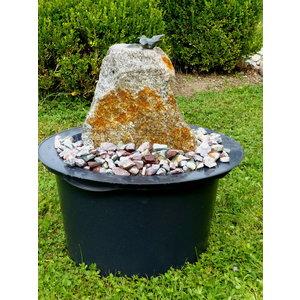 Brunnen gesetzt Quellstein mit Vogel
