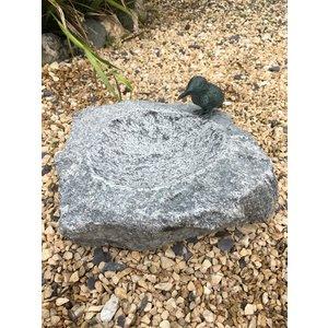 Vogeldrinkschaal graniet met bronzen ijsvogel