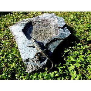 Vogeltrinkschüssel mit großer Bronzeechse