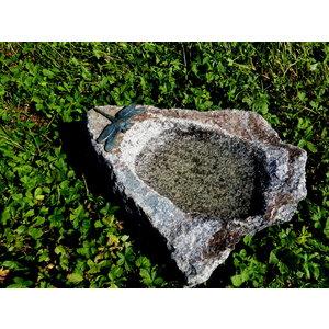 Insektentrinkplatz mit bronzener Libelle