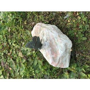 Bronzen vlinder klein op steen