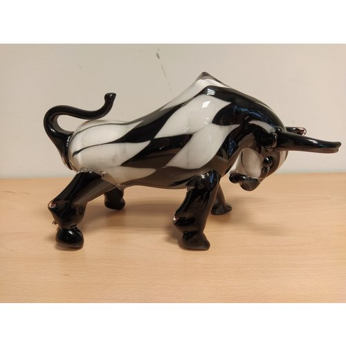 Bull white / black 27 cm glass statue