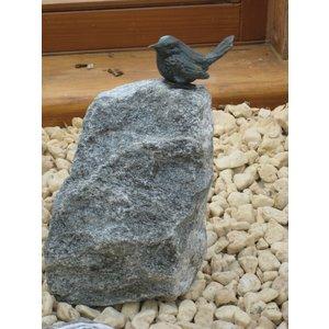 Bronzen Mus op hoge steen