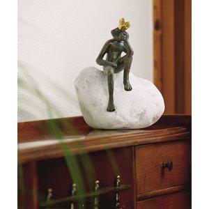 King frog Frieder bronze on boulder
