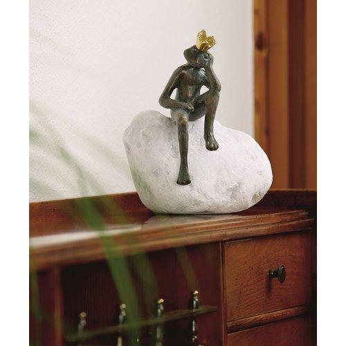 Königsfrosch Frieder Bronze auf Felsbrocken