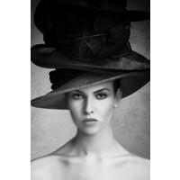 Glasschilderij Vrouw met hoed 70x118cm