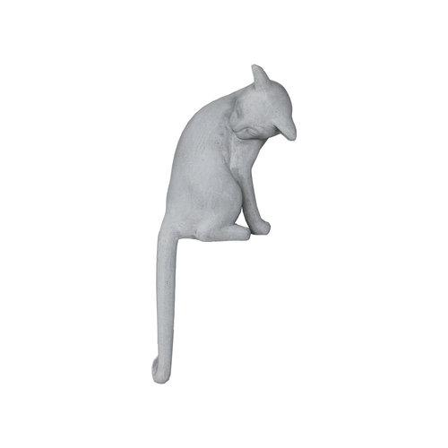 Long-tailed cat gray mat