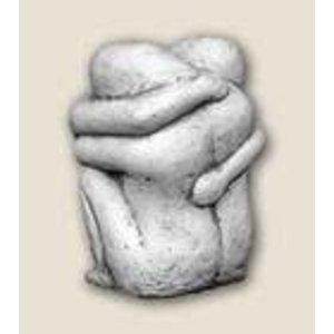 beeld steen Omarmend