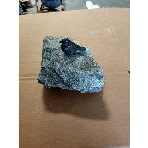 Bronzen vogeltje  mus op steen