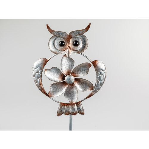 Garden plug owl with wheel