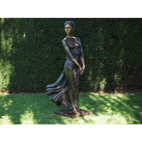 Bronzen charmante vrouw