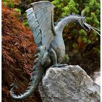 Draak op rots brons spuitfiguur