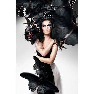 Glasschilderij Woman in Black 80x120 cm.