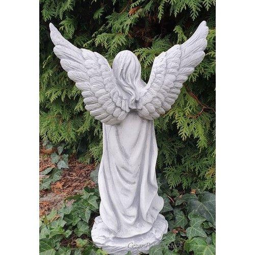 Engel met bloemkrans
