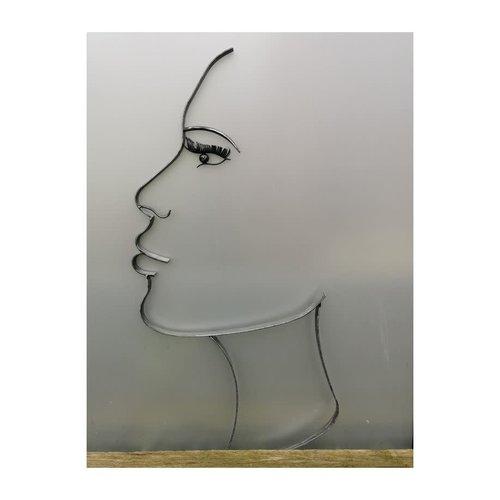 Silhouette face large wide woman black 110cm