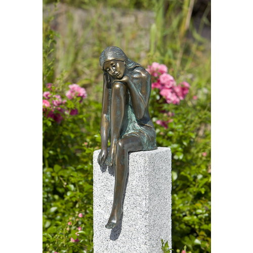 Bronzen beeld Emanuelle meisje