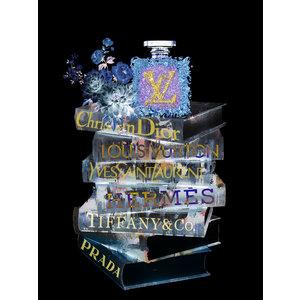 Glasschilderij  Louis Vuitton fles op boeken 60x80cm