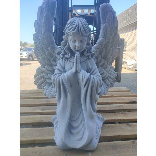 Beeld Engel knielend en biddend 54cm