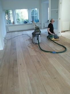 Bestaande eiken houten vloer schuren en voorzien van een nieuwe laag olie in Driebergen (8)