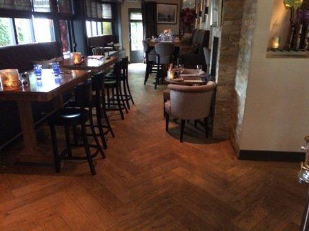 Restaurant Villa Zuid Oost te Driebergen bestaande visgraatvloer schuren, polijsten en oliën (20)