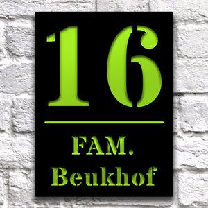 Huisnaambord 15 x 20 cm zwart staand