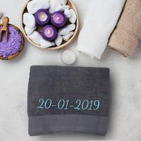 Handdoek met geborduurde tekst