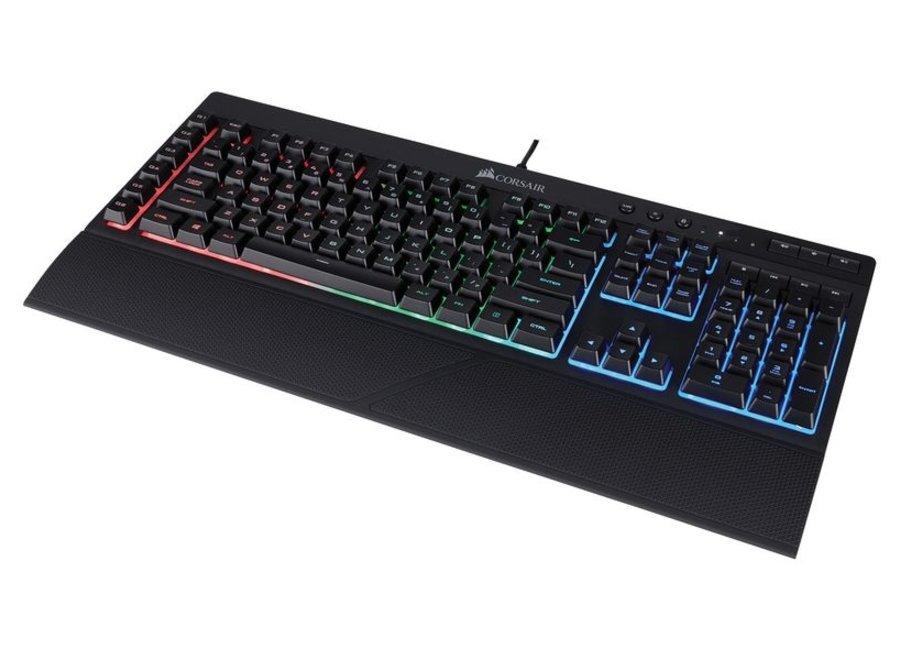 Tastaturlayout: QWERTZ (CH), Tastatur Features: Programmierbare Tasten; Medientasten; Beleuchtung; Handgelenkauflage, Keyboard Tasten: Rubberdome, Farbe: Schwarz, Verbindungsart: Verkabelt, Schnittstelle: USB, Verbaute Switches: Membran, Anzahl programmie