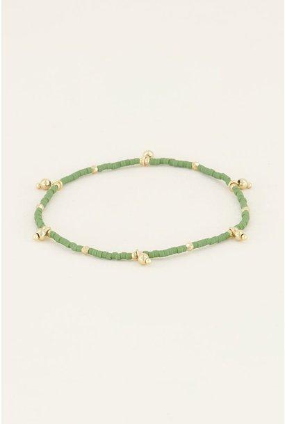 Armband met groene kralen goud