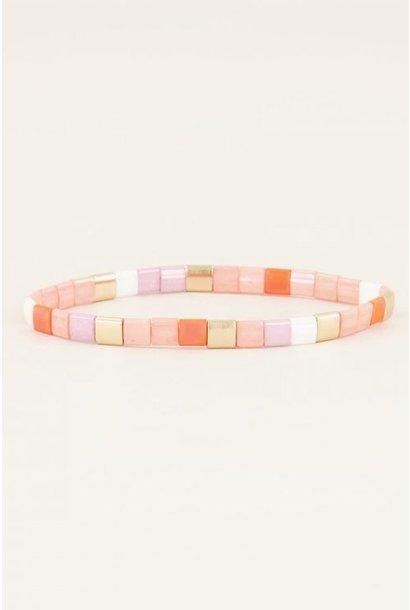 Roze armband met platte kralen