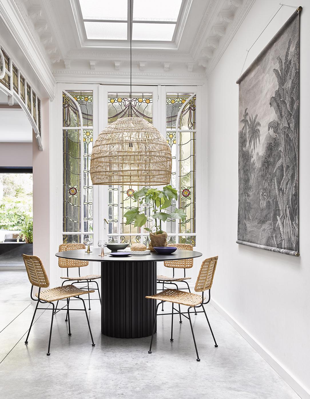 pillar dining table round black-3