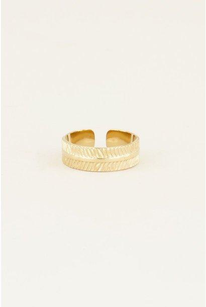 Ring met streepjes