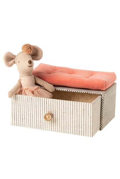 Dance mouse on daybed, little sister