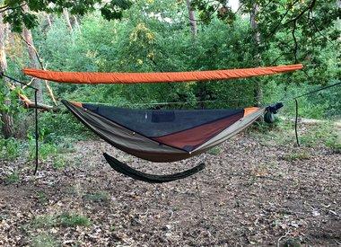 Test sleeping in a hammock