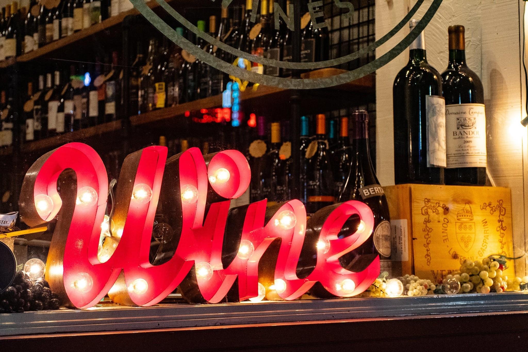YES: Het is  'Drink wijn dag'