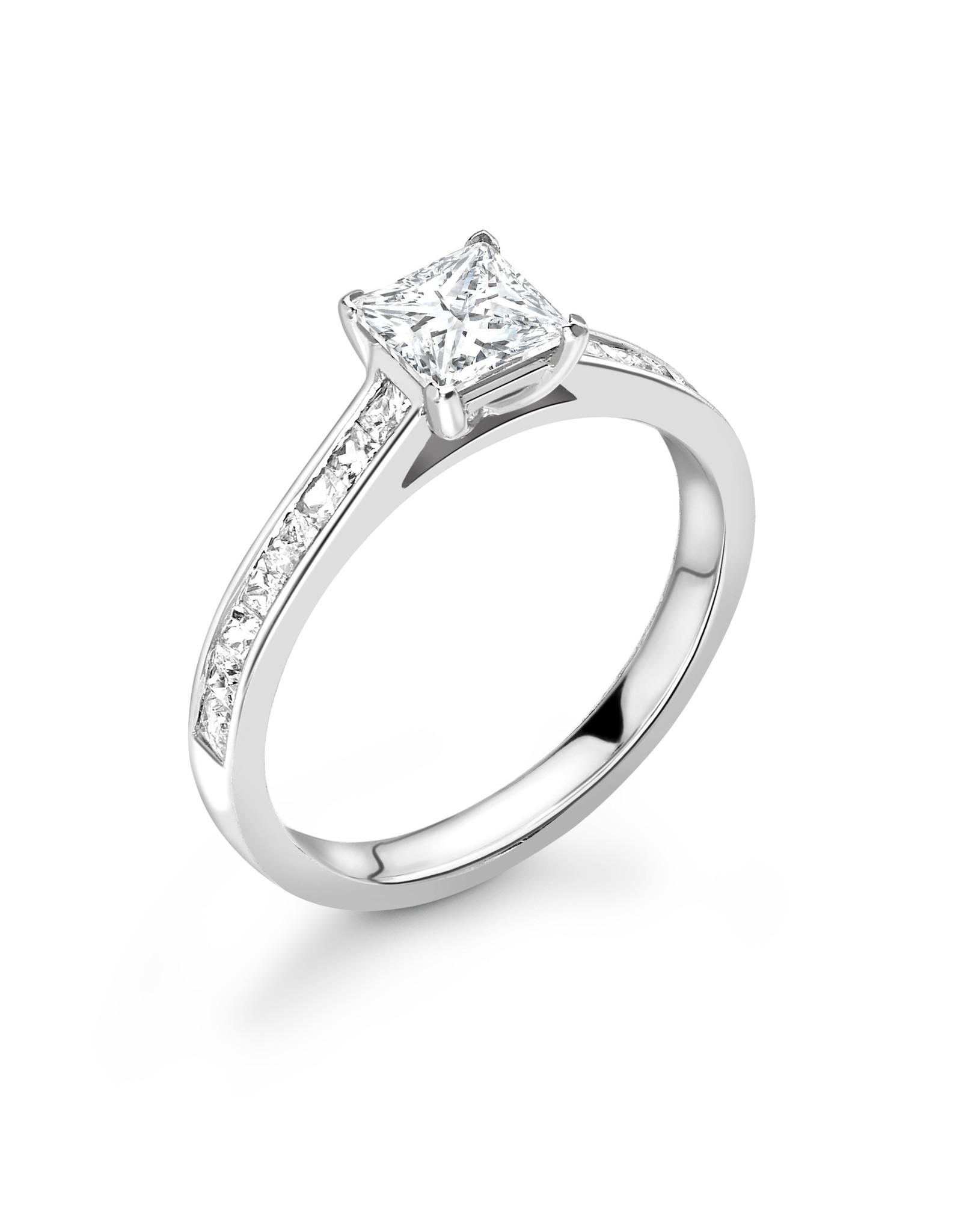 LVN Princesse Verlovingsring Met Zijsteentjes LVNRX3223
