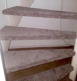 Trap renovatie tapijt (TREDEN OPEN TRAP) Incl. Lijm prijs per trede Excl. tapijt & ondertapijt.