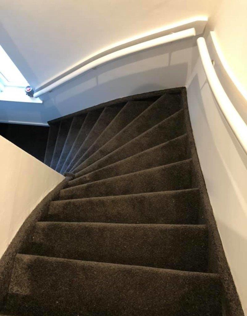 Traprenovatie Tapijt (dichte trap)  incl. Lijm prijs (stootbord) per trede Excl. tapijt & ondertapijt