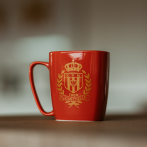 Tasse rouge logo d'or