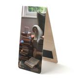 Magnetisches Lesezeichen, Stuhl, Bücher und Kaffee