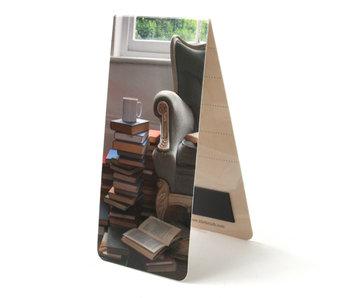 Marcapaginas magnético, silla, libros y café