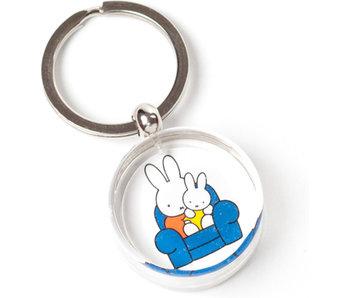 Schlüsselbund, Miffy auf einem Stuhl mit Vater