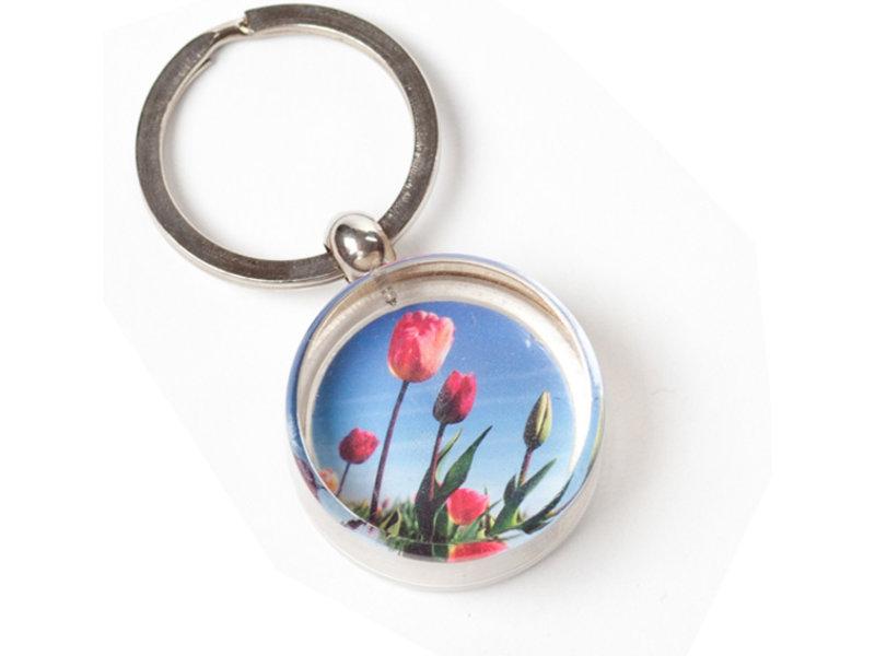 Schlüsselbund in Geschenkbox, Feld mit Tulpen, Foto