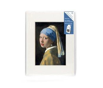 Passe-partout, M, 24 x 18 cm, niña con un pendiente de perlas
