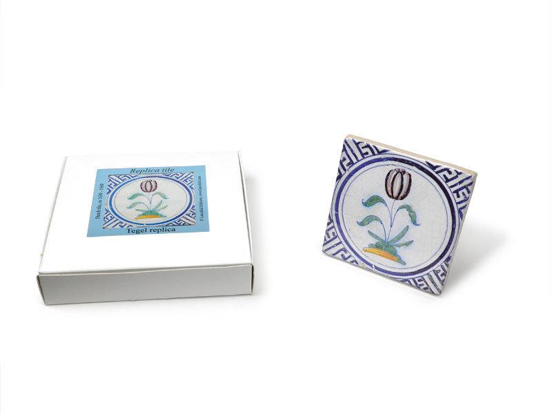 Replica tegel, Delfts blauw, Tulp in cirkel