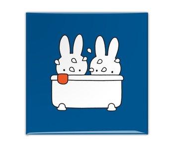 Fridge magnet, Miffy takes a bath