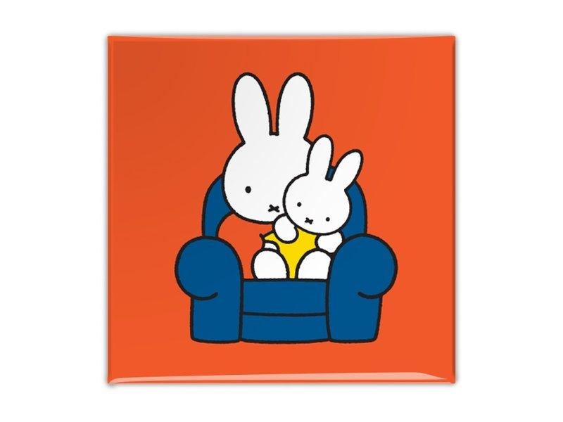 Aimant de réfrigérateur, Miffy assis sur une chaise