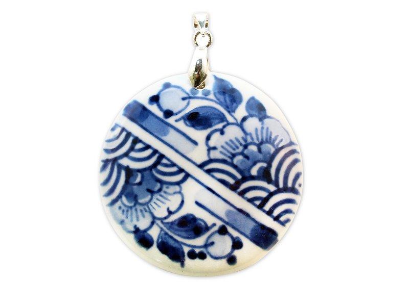 Jewellery W, Delft blue, medaillon stripes